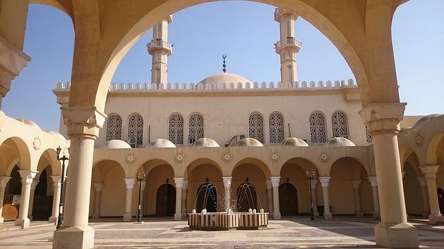 Tafsir Annur 48-50: Ciri Kaum Munafik, Diskriminatif terhadap Hukum Syara'